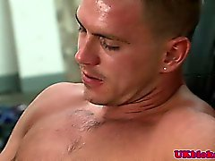 Muscular english benders sucking willy