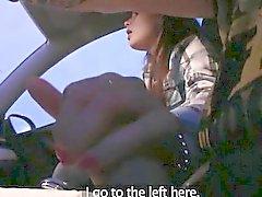 Için ücretsiz dik bir sürücü tarafından çakılmış amatör bir esmer binek