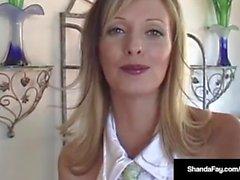 Big Breasted Cougar Shanda Fay obtient une Mega Hot Load of Cum!