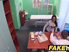 Falsi Medici ospedalieri estende calde portoghesi labbra figa