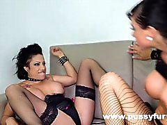 Gigi Love y Suhaila Hard, en un video lesbiano boobs caliente grande