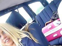 Camarera Rubio bautiza de Courtney golpeó en un auto los extranjeros