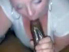 Milf bianco succhia bene la BBC