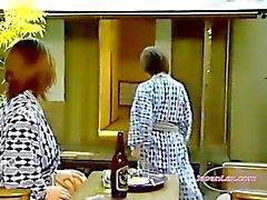 2 Aasian naisten köniinsä ja Sormipeli Pussies 69 Fucking With Strapon OnhuopaRoo