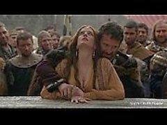 Eva Green - nua em público / madeiras - Camelot S01E02 celeb