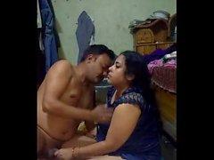 Bangladeşli Busty Selena, aunty kocası çalışırken sürücüsünü sikiyor 1