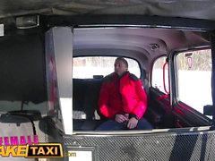 FemaleFakeTaxi Seksi sürücü berbat ve hatta almak için ücret sikikleri