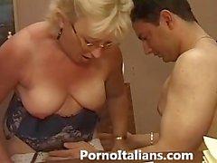 Итальянском пожилые минет - Итальянка Матура фа pompino Ragazzo eccitato