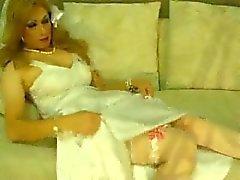 Jeniffer´s wedding dress masturbation