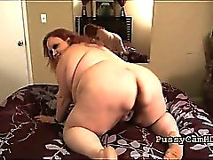 Supersize Troia Mature Striptease avendo l'orgasmo in webcam - P