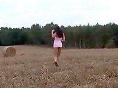 Yulia общественной мастурбации и мочи