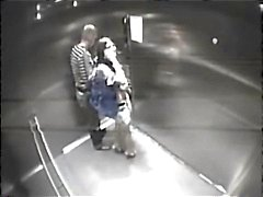Stranger neukt meisjes in de lift