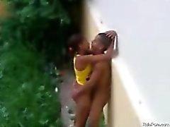 Adolescente de brasileño Cojida aire libre en las de Lluvia