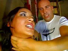 Espagnols baise babe de Latina fucked dans tous les trous au garage