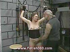 Brunette Joleen saa nänni rangaistaan ja kermavaahdon kuin hän sitoi