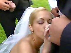 Bride in den öffentlichen Fuck nachdem wedding