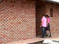 Ein junges Paar auf nach das Haus ihres Freundin, und