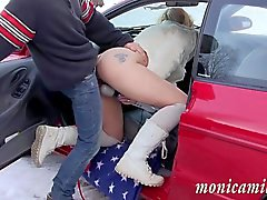 MonicaMilf a autolla breaksown sisään Norja talven
