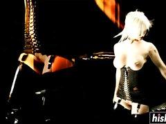 Terra White et Black Angelika se font baiser