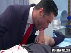 Sexe anal avec gros gibier avec éjaculation
