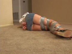Pantygagged, ruban gagged et complètement-ducttaped-Darby!