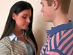 Naught stepmom India Summer förför teenage killen