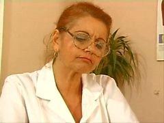 зрелые доктор ебете при маленького пациента