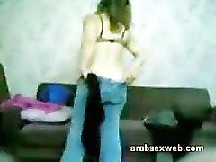 Siriani araba ragazza musulmano succhiare il un piccolo di cinque pollici asiatici arabo Allungamento del pene