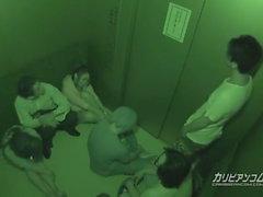 Asansör Maika ve Aoi Miyama sıkışmış - caribbeanco daha fazla