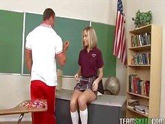 schoolgirl ottaa vastaan Dick