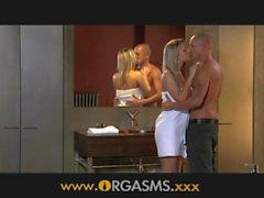 ORGASMUS Reizvolle blonde Sex hat im Badezimmer