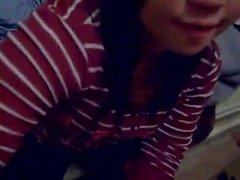 Cute teen teen asiatica succhiare cazzo e deglutizione cum