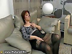 Della casalinga mature ottiene corneo da
