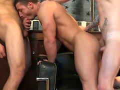 Muscle gay sesso orale con sborrata