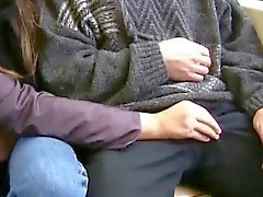 Девушки нравится высосать жезл в общественных мест