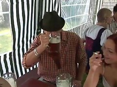 L'orgie sexuelle à l'Oktoberfest pt 1 - Plus sur HDMilfCam com