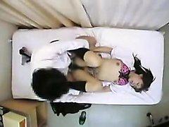 Очаровательные Японские школьницы имеют роговой врач вспашку ее