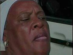 Granny Ebony 68 y Velho porra jovem bbc