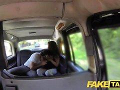 Gefälschte Taxi hoch Spanisch Schönheit fickt ihr bf in den Rücken