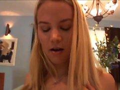 Sophia Lynn är en söt blond tonåring som bor ner ...