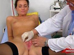 Brunette médico aberta e Ejaculação
