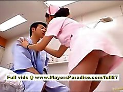 Nao Yoshizaki Sexy Chinees meisje geniet op een busrit