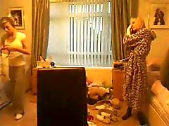 2 Amigas compartiendo el cuarto
