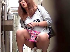 Hot Asians Uro public et uriner