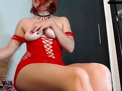 Симпатичный рыжий подросток, снятый ню и мастурбация