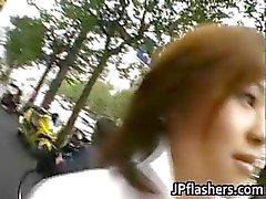 Verbazingwekkende Aziatische meisje pronkt haar schattige