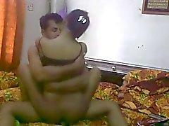 Casal Desi indiana desfrutando ao máximo