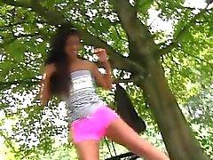 Ebony подросток старец Vivien Встреча Хьюго в парк и не может быть s
