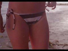 Girl in bikini leaves beach to fuck