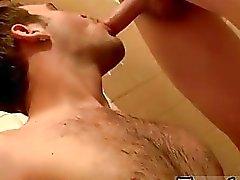 3gp video carnudo Gay Welsey faz uma grande Urinol